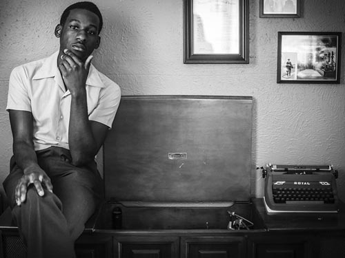 Leon bridges th tre corona montr al billets for Chez leon meuble montreal